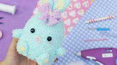 Como hacer tu propio peluche mágico 2 en 1 ~ Craftingeek Ideas Geniales, Plushies, Cute Gifts, Baby Shower, Diy Crafts, Handmade, Alba, Ideas Para, Couture