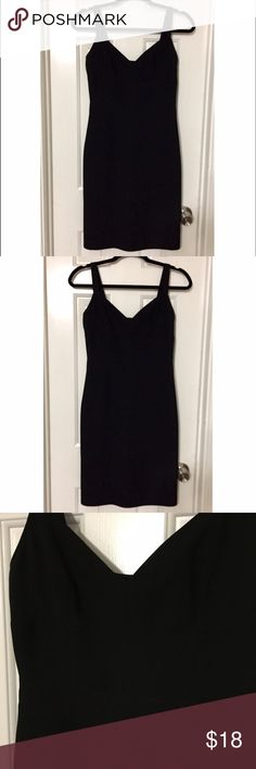 MODA Int'l Victoria's Secret Bodycon Dress SZ 2 MODA International by Victoria's Secret Black Bodycon cocktail party dress. Form fitting, sexy and very flattering! Great condition! Size 2. Moda International Dresses Midi