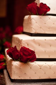 elegant cake, whole wedding has a nice colour scheme, black & white with a pop of red to warm it up