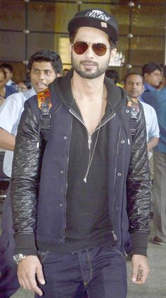 Shahid Kapoor spotted at the Mumbai airport. #Bollywood #Fashion #Style #Handsome