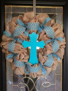 Burlap Wreath with Teal ribbons and painted by GraceRyanBoutique Sackleinen Kranz mit Teal Bändern u Diy Wreath, Mesh Wreaths, Burlap Wreaths, Wreath Making, Wreath Ideas, First Communion Decorations, First Communion Party, Christmas Decorations, Burlap Projects