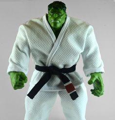 Boneco Hulk com Kimono de Jiu Jitsu Karate, Kung Fu Martial Arts, Jiu Jitsu Gi, Combat Sport, Brazilian Jiu Jitsu, Best Husband, Fun Workouts, Biscuit, Samurai