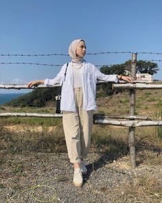 Hijab Fashion 499899627393307690 - Source by ikhlastriki Hijab Fashion Summer, Modest Fashion Hijab, Modern Hijab Fashion, Street Hijab Fashion, Casual Hijab Outfit, Hijab Fashion Inspiration, Mode Inspiration, Ootd Hijab, Muslim Fashion