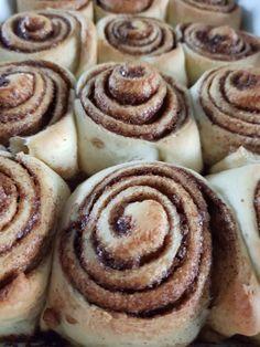 Donuts, Sweet Recipes, Healthy Recipes, Cinnabon, Doughnut, Buffet, Sweet Treats, Lunch, Chocolate