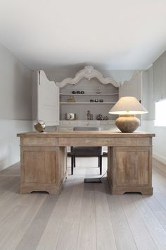 Today we're sharing 20 chic home offices to get you inspired. Come find out how to achieve a chic home office in your own home, no matter what your budget. Home Office Space, Home Office Design, Home Office Decor, House Design, Home Decor, Office Ideas, Office Designs, Office Spaces, Wood Desk