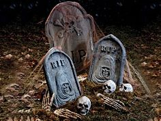 scary halloween decorated yards | Halloween decorating do's and don'ts