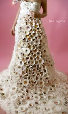 """This paper dress was made by Darla Teagarden for a photo shoot. You can see the full picture on my """"Favortie Artists. Paper Fashion, Fashion Art, Fashion Show, Fashion Design, Crazy Fashion, Unique Fashion, Dress Fashion, Paper Clothes, Paper Dresses"""