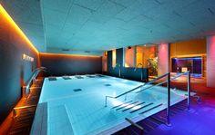 Foto: Club Metropolitan Iradier. Instalación de sauna, baño de vapor, fuente de hielo, duchas de hidroterapia y tumbonas, diseñadas y fabricadas por INBECA. Saunas, Jacuzzi, Bathtub, Wellness, Club, Bathroom, Swiming Pool, Chaise Lounges, Showers