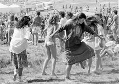 Going with the flow: Jay Blakesberg's photos of deadheads dancing Retro Pictures, Girl Pictures, Girls Slip, Dangerous Minds, Art Addiction, Famous Girls, I Love Girls, Grateful Dead, Woodstock