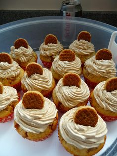 Every Hap: Stroopwafel cupcakes Mini Desserts, Sweet Desserts, No Bake Desserts, Delicious Desserts, Stroopwafel Recipe, Mini Cakes, Cupcake Cakes, Cupcake Recipes, Cookie Recipes