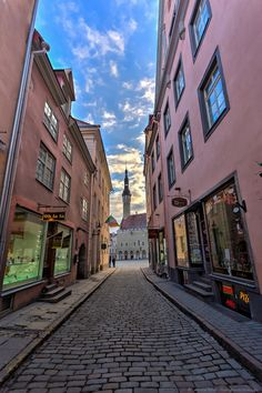 Why Tallinn in Estonia should be on your bucket list for Europe. Check out these cobbled streets.