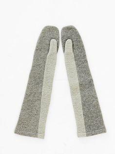 Lene Gloves by Reality Studio. Fashion Bags, Womens Fashion, Knitting Accessories, Mitten Gloves, Knitting Yarn, Wool Felt, Knit Crochet, What To Wear, Winter Fashion