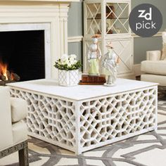 DIY coffee table project- Fancy lattice and a sheet of plywood on top. Add wheels and cushion on top for ottoman. Use outdoor quality materials for outdoor coffee table. Furniture Projects, Furniture Makeover, Home Projects, Diy Furniture, Decoration Bedroom, Diy Home Decor, Room Decor, Muebles Shabby Chic, Style Deco
