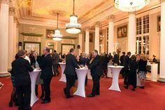 Nach dem offiziellen Programm ließen Gäste, Preisträger & Co den Abend bei einem gemeinsamen Empfang ausklingen. (Foto: acatech/P.Himsel)