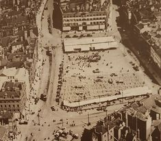 """ market place in 1921 when it actually was a market place. The Exchange Building was replaced by the Council House less than a decade after the pic was taken. Nottingham City, Council House, Vintage London, Historical Images, Town Hall, A Decade, Aerial View, Britain, Past"