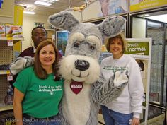 Friends of Mobile Animal Shelter volunteers with Maddie at an event