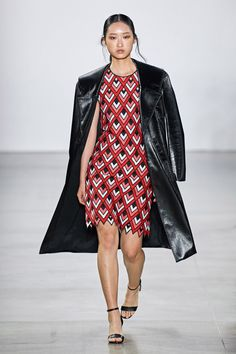 Elie Tahari Spring 2020 Ready-to-Wear Fashion Show Collection: See the complete Elie Tahari Spring 2020 Ready-to-Wear collection. Look 36 Red Fashion, Fashion 2020, New York Fashion, Runway Fashion, Fashion Models, Fashion Designers, Fashion Brands, Fashion Women, Elie Tahari