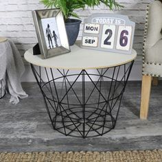 Black Metal Wire Basket Wooden Top Side Table #rusticdecor #rusticinterior #myinterior #scandinaviandesign #scandinavian #nordic #furniture #myhome #decor #homedecor #myhome #interiors #industrialinteriors #industrial