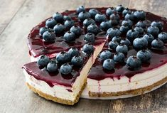 This Blueberry Cheesecake is vegan, gluten-free, refined sugar-free, and easy to make. It's the perfect dessert if you love to eat a healthy cheesecake Cheesecake Crust, Healthy Cheesecake, Cheesecake Recipes, Dessert Recipes, Blueberry Desserts, Blueberry Cheesecake, Chocolate Cheesecake, Halloumi Burger, Pineapple Cheesecake