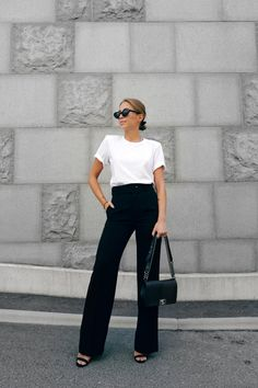 Tees and jeans outfit – Lady Dress Designs Black Flare Pants, Black Pants Outfit, Outfit Look, Black Pants Summer, Fall Pants, Simple Outfits, Cool Outfits, Casual Outfits, Fashion Outfits