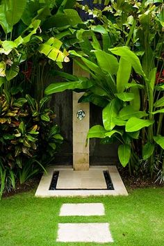 ▷ 1001 + Ideen und Bilder zum Thema Sichtschutz für Gartendusche You have a garden shower? We'll show you how to build privacy screens for garden showers. Outdoor Pool Shower, Outdoor Baths, Outdoor Bathrooms, Outdoor Rooms, Outdoor Gardens, Outdoor Living, Outside Showers, Tropical Showers, Garden Shower