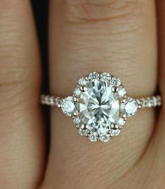Engagement Rings with Glamorous Charm / http://www.himisspuff.com/engagement-rings-wedding-rings/32/: #halorings