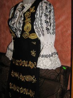 Romania People, Young Frankenstein, Dream Dress, Traditional Outfits, Peplum Dress, Costumes, Formal Dresses, Sewing, Transylvania Romania