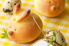 Complete your Easter celebration this year with these unique and delicious Easter snack recipes! Try making these adorable Bunny Buns. Easter Snacks, Easter Lunch, Easter Dinner, Easter Treats, Easter Recipes, Holiday Treats, Holiday Recipes, Bunny Rolls, Bunny Bread