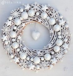 I love this all white Christmas wreath!!