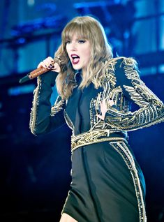 The Taylor Swift Reputation Tour Diaries: Stop Santa Clara+ Taylor Swift Hot, Taylor Swift Concert, Red Taylor, Trending Celebrity News, Celebrity Style, Divas, Celebs Go Dating, Swift Tour, Today's Fashion Trends