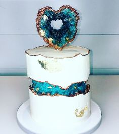 amazing wedding cakes Amazing fault line cake tutorial by Liliana Da Silva from Sugarella Sweets. This beautiful geode cake made with rock candy is perfect for a birthday cake or a wedding cake also Pretty Cakes, Cute Cakes, Beautiful Cakes, Amazing Cakes, Amazing Birthday Cakes, Formation Patisserie, Cake Cookies, Cupcake Cakes, Dog Cakes