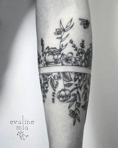 Botanical armband tattoo 2/3