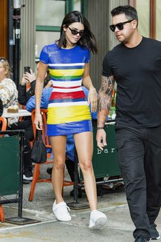 Kendall jenner sequin mini dress, white sneakers, daytime outfit in the city. Kendall Jenner Corpo, Kendall Jenner Legs, Kendall Jenner Estilo, Kendall Jenner Outfits, Vestidos Ralph Lauren, Celebrity Dresses, Celebrity Style, Trooping The Colour, Sussex