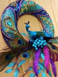 Peacock Wreath via Etsy. Eventually I will be doing an all peacock Christmas tree & decor. This is an idea to keep in mind. Peacock Wreath, Peacock Decor, Peacock Colors, Peacock Art, Peacock Theme, Peacock Feathers, Peacock Bedroom, Peacock Bedding, Peacock Ornaments