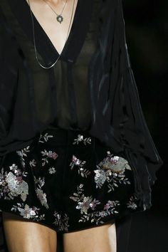 The complete Saint Laurent Spring 2018 Ready-to-Wear fashion show now on Vogue Runway. Fashion 2018, Fashion Week, Fashion Addict, New Fashion, Runway Fashion, Trendy Fashion, Fashion Models, High Fashion, Fashion Show