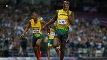 Jamaica's Usain Bolt celebrates as he crosses the finish line to win the men's 200m final during the London 2012 Olympic Games at the Olympic Stadium August 9, 2012. (Lucy Nicholson/REUTERS)
