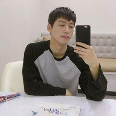 미녀공심이 남궁민 인스타그램 #1 : 네이버 블로그 Short Hair For Boys, Korean Short Hair, Short Hair Cuts, Short Hair Styles, Korean Men Hairstyle, Cool Hairstyles For Men, Haircuts For Men, Low Maintenance Haircut, Asian Haircut