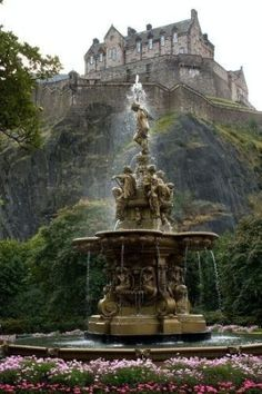 Edinburgh Castle, Scotland -- What a great view of the castle. Can't wait to visit Edinburgh. Places Around The World, Oh The Places You'll Go, Places To Travel, Places To Visit, Around The Worlds, Beautiful Castles, Beautiful Places, Wonderful Places, Edinburg Castle