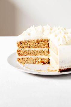This is the best vegan vanilla cake! A simple sponge cake is layered with vegan buttercream frosting. It's elegant and perfect for birthdays! Vegan Vanilla Cake, Cake Vegan, Vanilla Sponge Cake, Cupcake Recipes, Cupcake Cakes, Cupcakes, Vegan Buttercream Frosting, Vegan Yogurt, Round Cake Pans