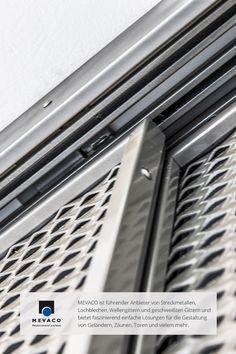 Metallbauer Klein hat im Bürohaus von MEVACO einen Sonnen- und Sichtschutz aus Streckmetall installiert. Mehr unter www.mevaco.de/fascination-42 #MEVACO #Sichtschutz #Aluminium #Streckmetall #FaszinationNo42
