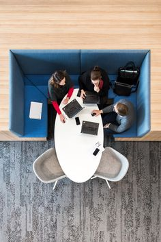 banking lobby LJ 1 armchairs were chosen to design the meeting spot inside AstraZeneca office in Sydney. Cool Chairs For Bedroom, Living Room Chairs, Office Interior Design, Office Interiors, Modern Dining Chairs, Outdoor Dining Chairs, Workplace Design, Co Working, Swinging Chair