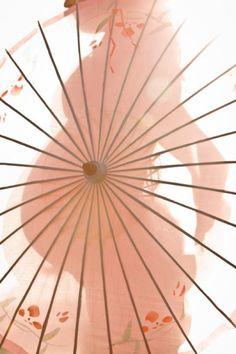 Creative Maui Beach Maternity photo, sunlight through an umbrella