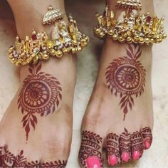 Wedding Accessories for Indian Bride to Make your D-day Special - Fashion accessories bridal jewellery Jewelry Design Drawing, Gold Jewellery Design, Designer Jewelry, Designer Wear, Anklet Designs, Mehndi Designs, Indian Wedding Jewelry, Bridal Jewelry, Bridal Bangles