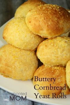 Buttery Cornbread Yeast Rolls Create Perfect Melt In The Mouth Dinner Rolls Cooking with yeast may b Yeast Bread Recipes, Bread Machine Recipes, Cornmeal Recipes, Bread Machine Cornbread Recipe, Buttery Cornbread Recipe, No Yeast Bread, Jiffy Cornbread, Bread Bun, Bread Rolls