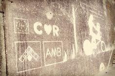 "El ""graffiti net"" del @movimentr forma part del projecte COR, cofinançat per la Unió Europea a través del Programa LIFE+ Graffiti, Neon Signs, Home Decor, Decoration Home, Room Decor, Home Interior Design, Graffiti Artwork, Home Decoration, Interior Design"
