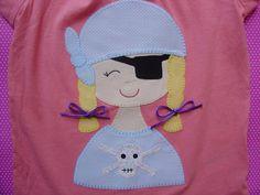 Camisetas - Camiseta con niña pirata - hecho a mano por Lacasitadecaperucita en DaWanda