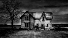Bing Image Archive: An old abandoned house in southern Ontario, Canada (© Ron Erwin/Getty Images)(Bing United Kingdom) Old Abandoned Houses, Abandoned Mansions, Abandoned Buildings, Abandoned Places, Old Houses, Haunted Places, Farm Houses, Spooky House, Halloween Haunted Houses