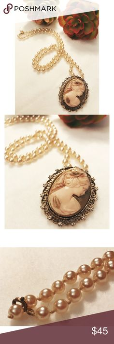 """Vintage Pendant Necklace Vintage pendant necklace. Silhouette style. 25"""" chain. Super beautiful!! Jewelry Necklaces"""