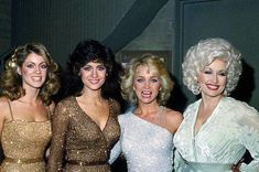It's Dolly and the sparkling Mandrell Sisters on their variety show! Country music superstar Barbara Mandrell hosted this country music-themed variety series with her younger sisters, Louise and Irelene. Country Female Singers, Country Music Singers, American Singers, Country Music Stars, Dolly Parton Pictures, Star Wars, Gospel Music, Movie Photo, Hello Dolly