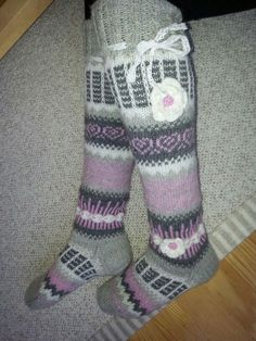 Knitting Socks, Knit Socks, Knee High Socks, Mittens, Ravelry, Something To Do, Slippers, Fancy, Pattern